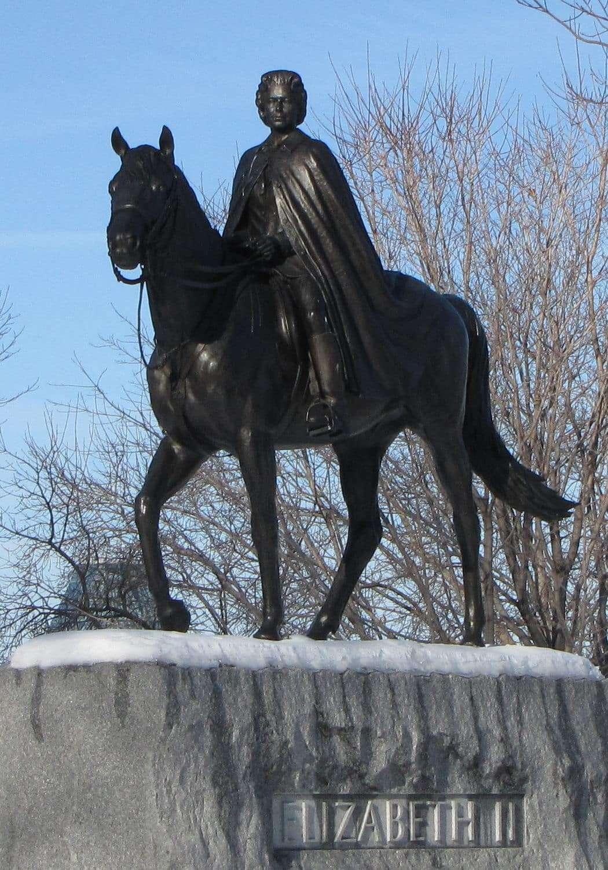 Queen Elizabeth II statue
